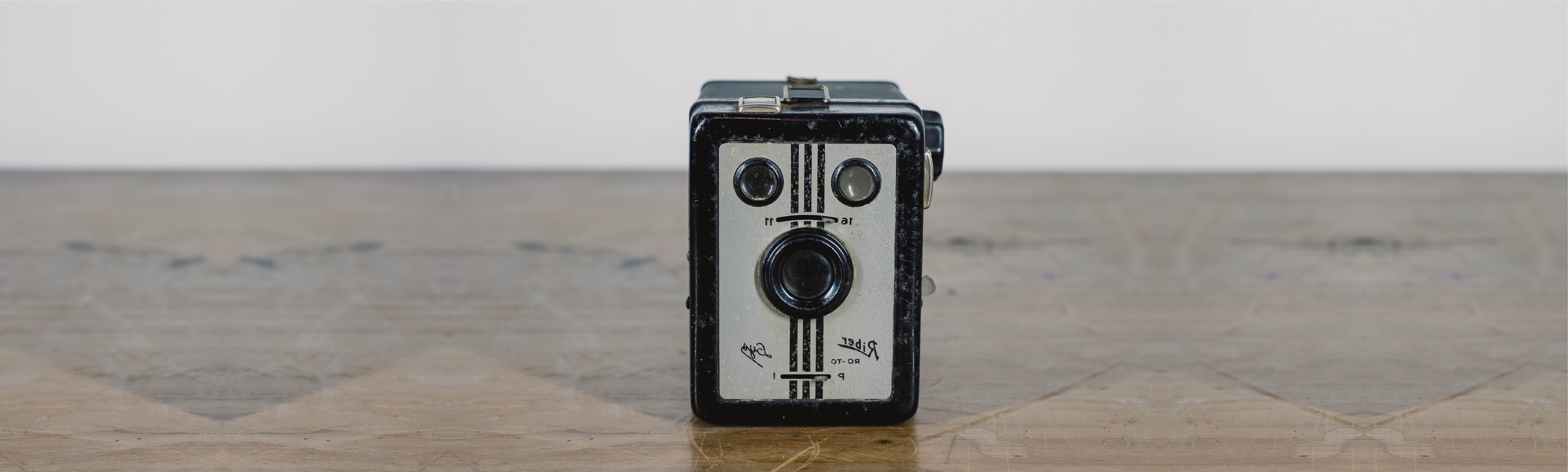Foto de uma câmera antiga.